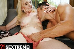 Bulky Man Explosions Up Grandma's Gullet With Jizz